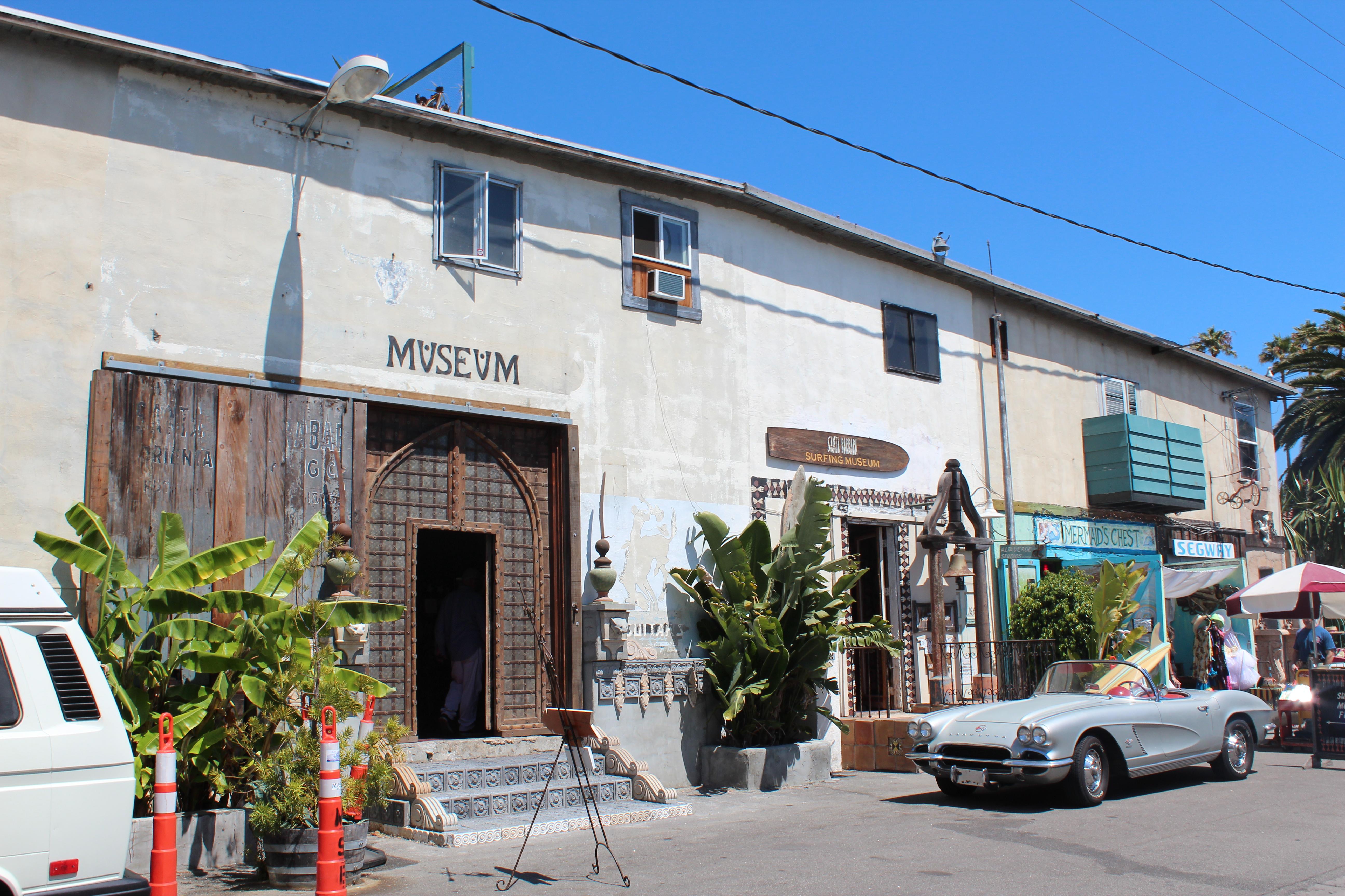 A fachada dos museus.